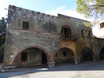 Il degrado degli edifici storici italiani a Rodi